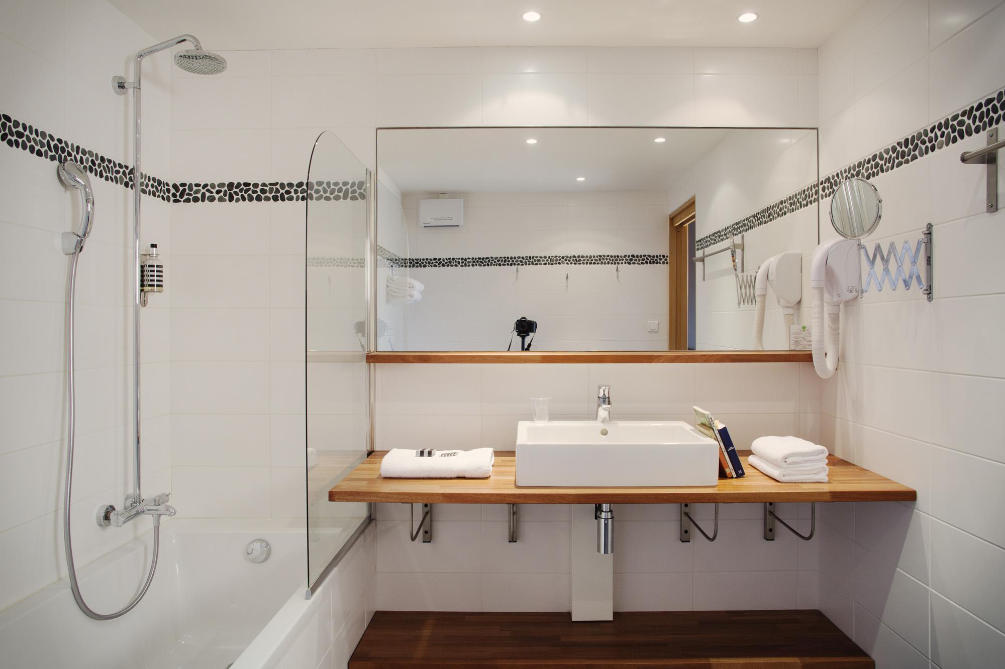 Salle de bain hotel les jardins d 39 hardelot for Salle bain hotel